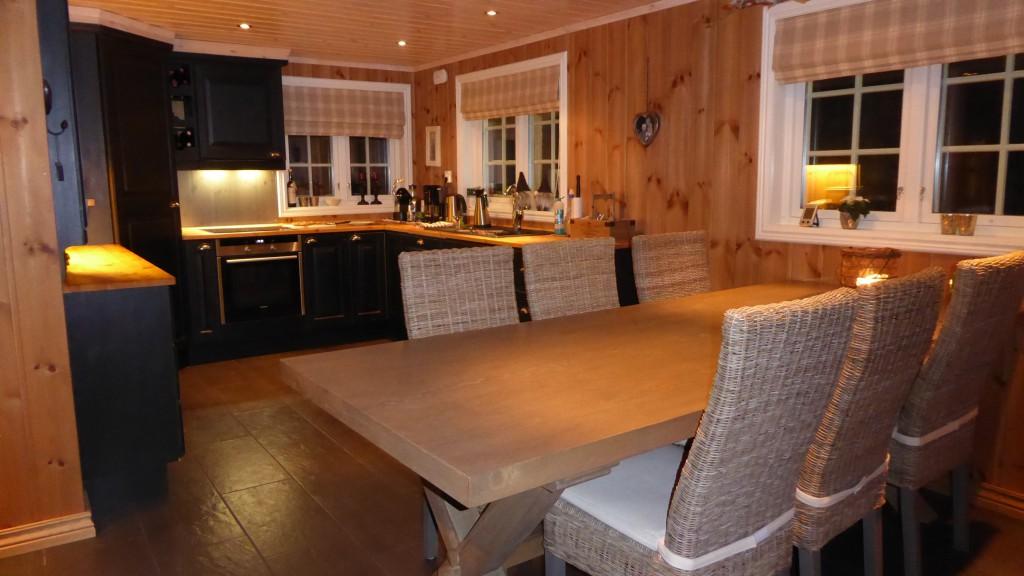 Kjøkken og spiseplass