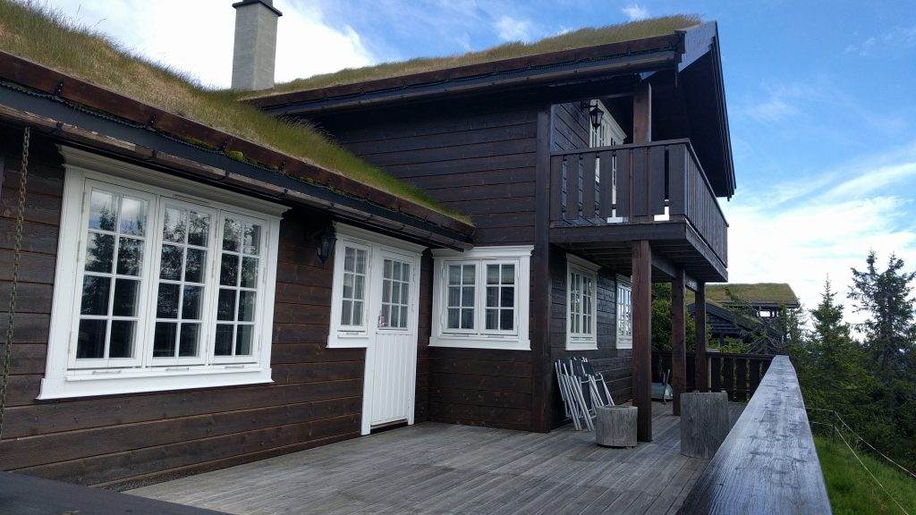 Hytte til leie med stor terrasse